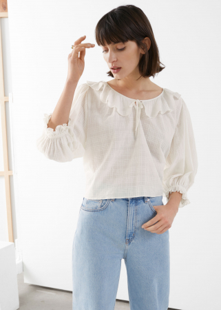 Een witte blouse met zomerse toets