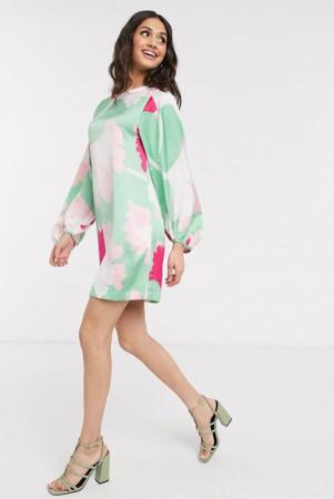 Satijnen mini-jurk met lange mouwen in muntgroen en fuchsia