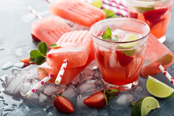 Popsicles met aardbei en watermeloen