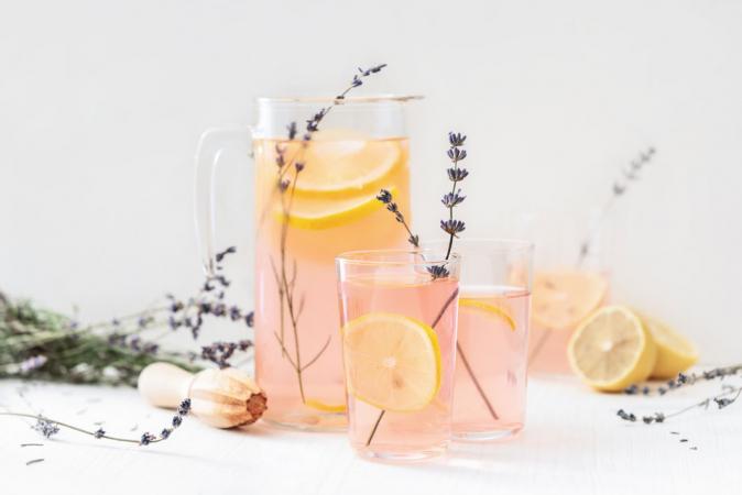 Cocktail op basis van jasmijnthee, gember en rosé