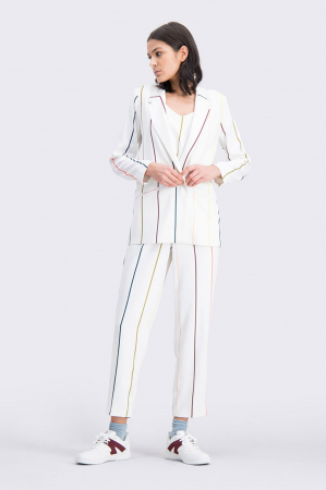 Wit broekpak met gekleurde streepjes