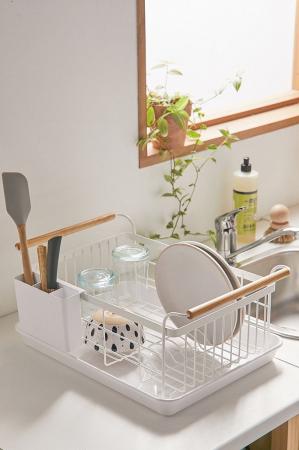 Wit afwasrekje met houten handvaten