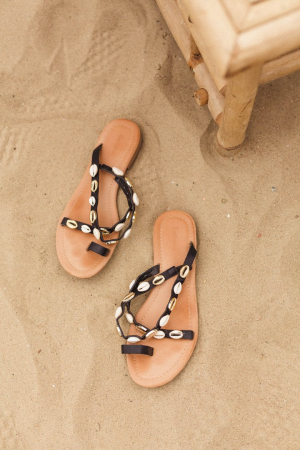 Zwarte slippers met schelpjes