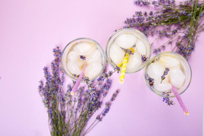 Eau aromatisée à la nectarine et à la lavande