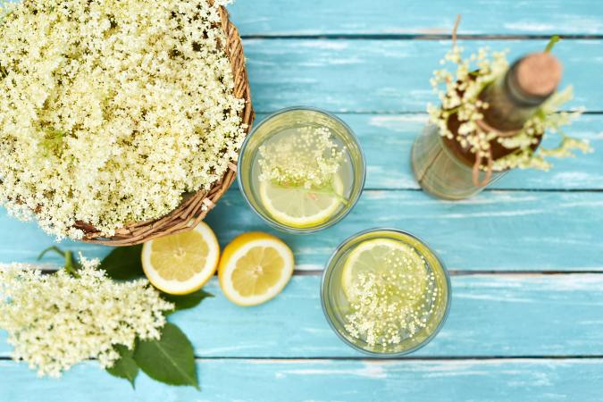 Eau aromatisée aux fleurs de sureau et au citron vert