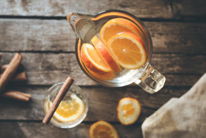 Eau aromatisée à la cannelle et à l'orange