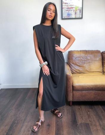 Zwarte jurk met schoudervullingen