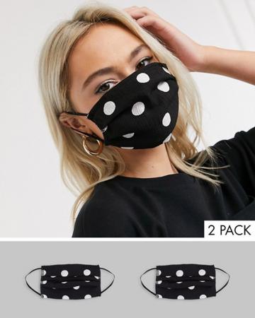 Set van mondmaskers met bollen
