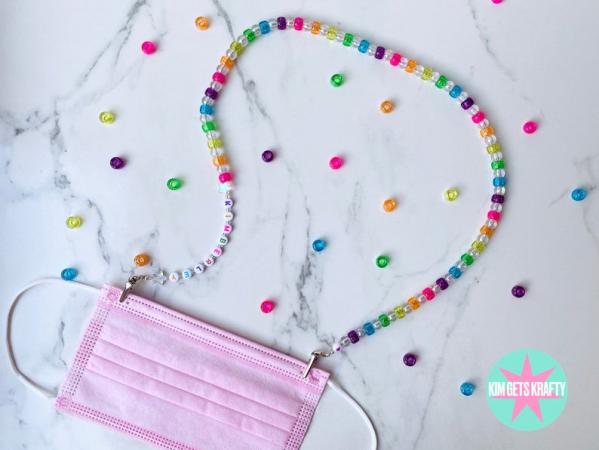 Gepersonaliseerde ketting met glitterkralen in regenboogkleuren