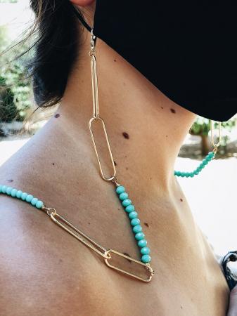 Goudkleurige ketting met turquoise parels