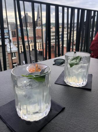 Le cocktail sur la terrasse de l'hôtel Van Der Valk Sélys