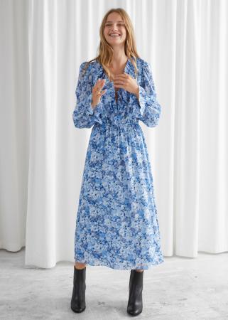 Blauwe midi-jurk met ruches en bloemenprint