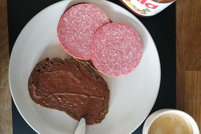 Boterham met choco en salami