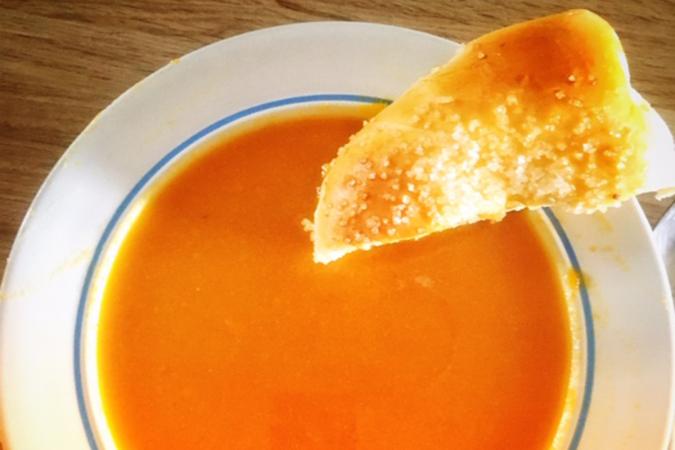 Abrikozentaart met tomantensoep