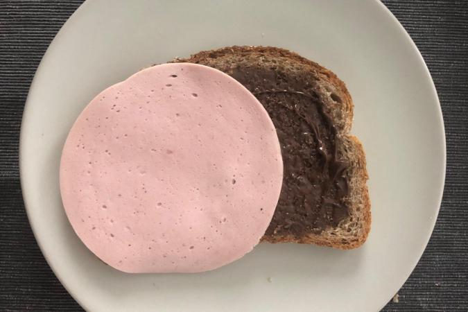 Boterham met choco en boterhamworst