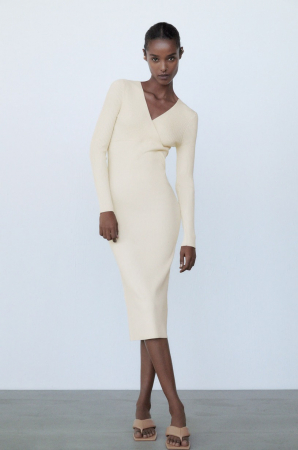 Une robe en maille