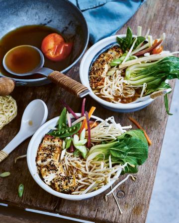Ramen met gepaneerde tofu