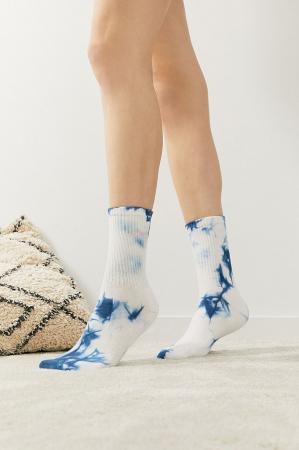 Witte sokken met tie-dyeprint