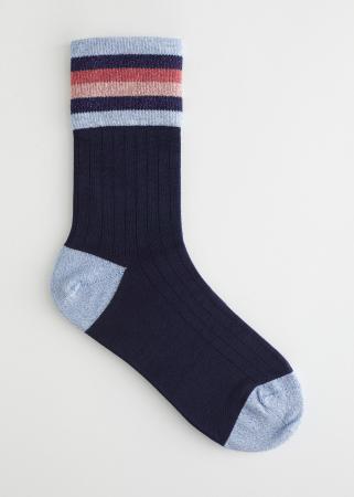 Donkerblauwe sokken met lichtblauw accent en streepjes