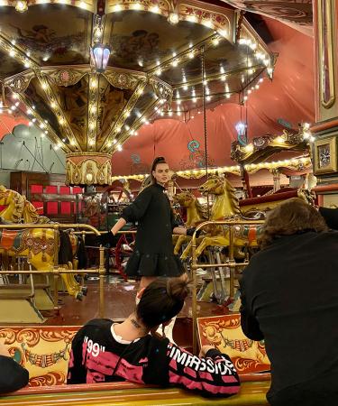 Flairs modeteam ging op uitstap naar de Efteling voor een sprookjesachtige modeshoot in ruiterthema.