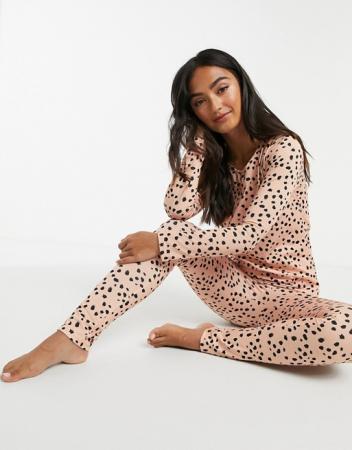 Roze pyjama met bolletjes