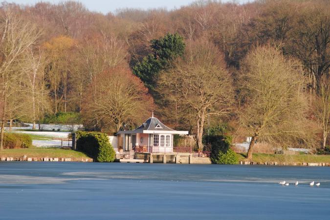 Une tiny house au bord de l'eau à Overijse