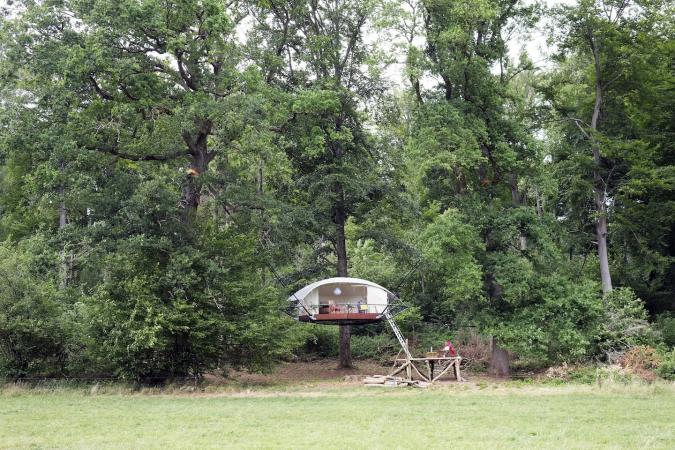 Une tente sur pilotis à Ohey