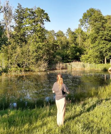 """Reisjournaliste Marie: 'Voor het nieuwe boek """"Weekenden aan het Water"""" mocht ik het idyllische The Forest uittesten.'"""