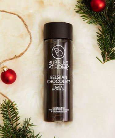 Een douche van chocolade, daar móét je toch vrolijk van worden?