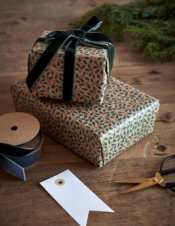 Cadeaupapier met hulsttakjes