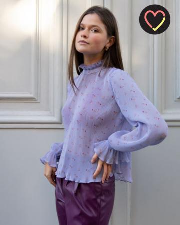 Lavendelkleurige blouse met bloemen