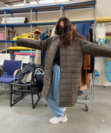 Laagjes, androgyn en oversized, dat zijn de codewoorden van onze modeshoot. Styliste Indira geeft alvast het goede voorbeeld.