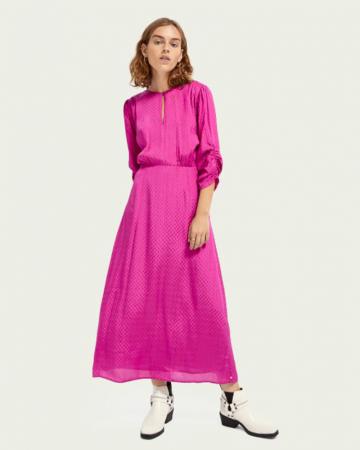 Roze jurk injacquardpatroon
