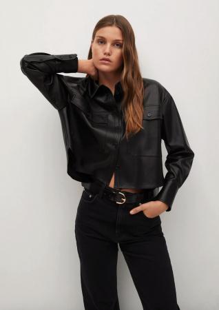 Une chemise en simili cuir