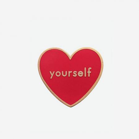 'Love yourself'-pin