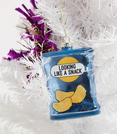 Kerstornament in de vorm van een zakje chips