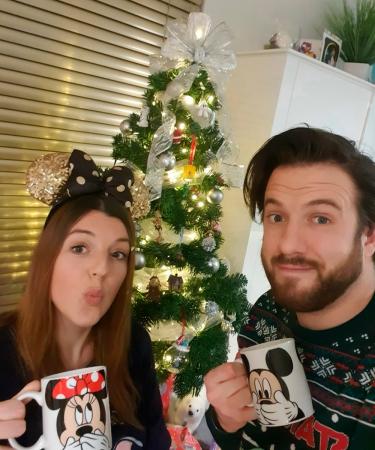 Eindredactrice Caren wekt het kerstgevoel op door nóg meer Disney in huis te halen dan ze al het hele jaar deed: Disneypyjama, -films én -kerstboom!