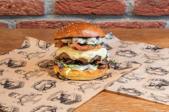 2) Empire Cheeseburger de<a href=