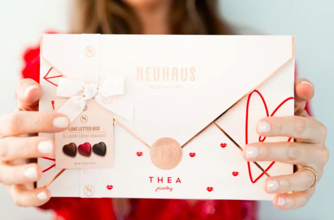 La lettre d'amour en chocolat de Neuhaus x Thea Jewelry
