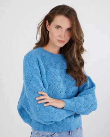 Felblauwe trui