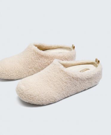 Chaussons en imitation peau de mouton avec semelle ergonomique