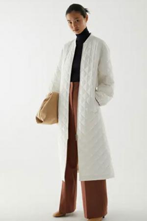 Witte gewatteerde mantel