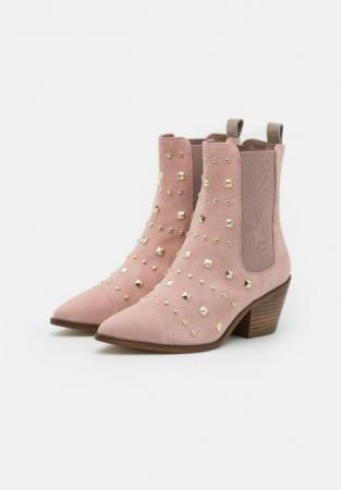 Roze laarzen met houten hak