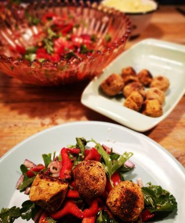 Chef lifestyle Judith: 'Zo gemakkelijk en vooral héél lekker: de zoete-aardappelfalafel van The Messy Chef.'