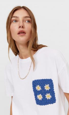 T-shirt met crochet zakje