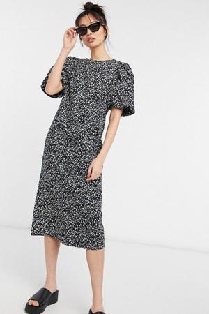 Rechte jurk met pofmouwen