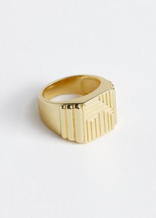 Ring met reliëf