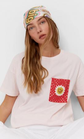 T-shirt avec une poche en crochet