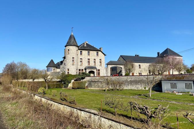 De historische kasteelhoeve uit 1604.
