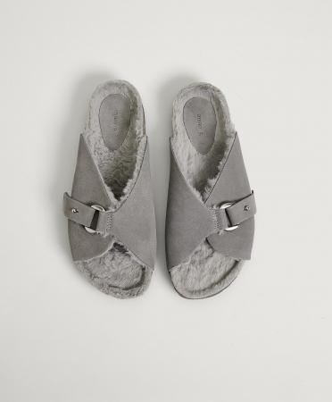 Grijze slippers met gesp